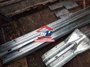 Guardrail Jalan Tol Tebal 6mm Harga Murah Permeter Galvanis Tahan Karat Dan Hujan